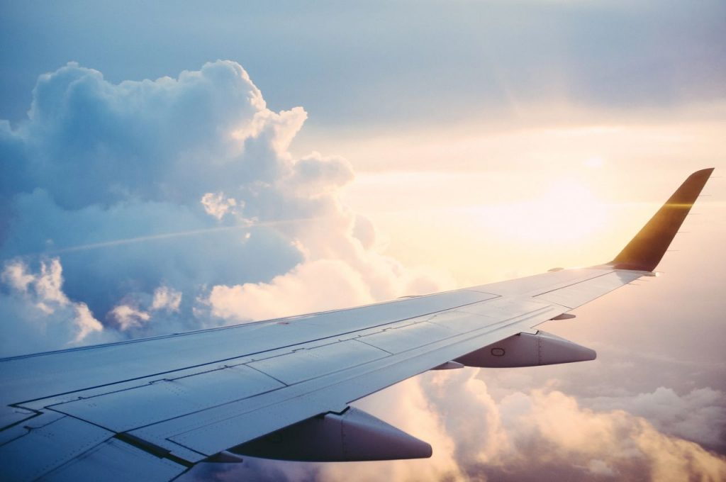 An image of an airplane wing, depicting and symbolizing flight anxiety